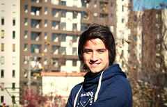 Dia 1 - autoretrato(tripode) (dafloct) Tags: retratos perfil girl men hombre mujer young jovenes nature naturaleza canon t5 concepcion chile biobio parque ecuador profile 50mm happy felicidad invierno sun day light atardecer outdoor sky cielo azul blue nubes 1855mm wind viento edificios city ciudad buildings tela araa tronco 50nn macro resina victor lamas arboles three nice shot best daylight
