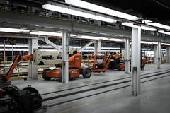 Automata Asleep (BB ON) Tags: orange white toronto ontario canada industry shop grey interior ttc garage clean sterile skylift doorsopen lesliebarns