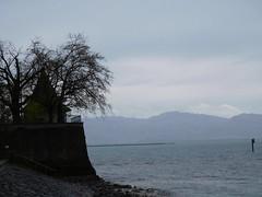 Vue sur le lac (isabelle bugeaud) Tags: autriche lacdeconstance eau lac pluie ciel maison arbre brume romantique rve hiver