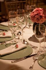 IMG_0140_Julia_Ribeiro (marianabassi) Tags: casaitaim rosa branco minirosa minirosanoguardanapo sousplatdemadeiralaqueada verdeceladon sousplatverdeceladon