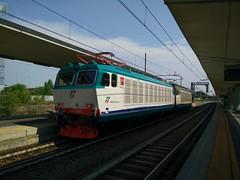 E652.116 + E652.047 LIS 38081 a Lingotto FS (TO) (simone.dibiase) Tags: e655 trenitalia cargo cargoitalia italia xmpr lingotto fs ferrovie dello stato italiane candiolo torino orbassano fascio arrivi anticipo 4 minuti precedenze 047 116 revisionata lis locomotiva locomotive isolate isolata 38081 binario 8 otto merci treno train station