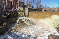 Putous (HermanninKuva) Tags: winter building canon helsinki viikki talvi hermanni kevt 2470 koski hermannin
