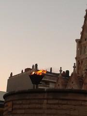 Peveter amb la flama del Canig davant de la Sagrada Famlia per la revetlla de Sant Joan 2016 (bcnbelu84) Tags: verbena sagradafamlia santjoan foc revetlla verbenadesanjuan revetlladesantjoan flamadelcanig peveter revetlla2016 santjoan2016