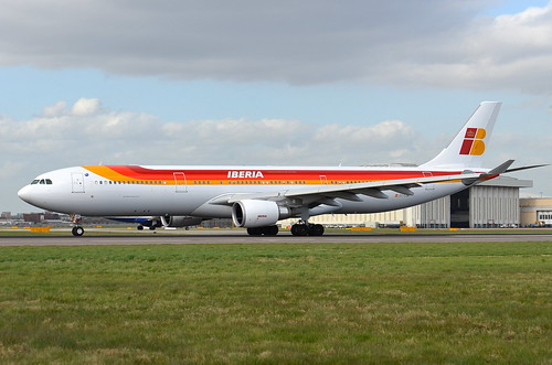 IBERIA AIRBUS A330 WAITING FOR TAKE OFF CLEARANCE 27L