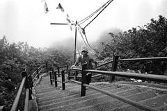 (Alexandre Moreau/Hydroquinone) Tags: mountain film fog analog kid bessa d76 srilanka adamspeak r2m epson700 alexandremoreau