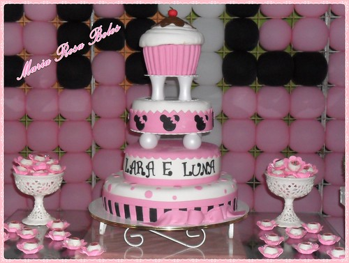 Bolo Minnie com cupcake Gigante