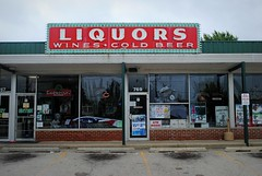 Liquors (Cragin Spring) Tags: beer illinois midwest neon wine il liquor neonsign liquors wheeling liquorstore coldbeer piwo zimnepiwo wheelingillinois wheelingil