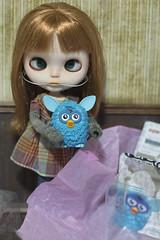 Bea e seu Furby! <3
