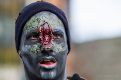 Marche des Zombies Qubec -7- (Sous l'Oeil de Sylvie) Tags: fall automne dead death blood pentax zombie mort qubec sang maquillage marche 70200mm personnages deadalive morbide revenant dguisements miseenscne 2013 k30 marchedeszombies sousloeildesylvie 2novembre2013 5memarchezombie