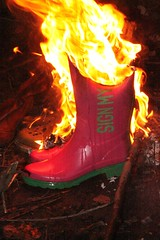 w4 (sim_hom) Tags: burning wellies