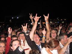 THEORYDEADMAN20050827_31sm (DawnOne) Tags: 2005 blue music ontario canada man beach rock night dead outdoors dawn concert wasaga  band motel theory event linda fans aug 27 hammond indyfotocom