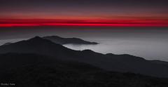 Amanhecer (Waldyr Neto) Tags: sea seascape mountains riodejaneiro sunrise mar ilhagrande amanhecer montanhas picodopapagaio waldyrneto