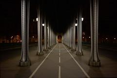 Pont de Bir-Hakeim (Gwenaël Piaser) Tags: paris parigi france francia îledefrance unlimitedphotos gwenaelpiaser canon eos 6d canoneos eos6d canoneos6d fullframe 24x36 40mm pancake canonef40mmf28stm canonef40mm28stm canon40mmf28pancakestm prime stm nuit night birhakeim bridge pont explored explore iron acier pilier pier 10000