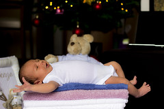 16 (Arthur Pontes) Tags: baby natal kid child sleep mother newborn toalha criana cry fofo pai filho menino me mame dormindo gravidez fofinho maternidade nenem neto soninho ursinho gravida babyborn chorando paternidade recemnascido tolhas casaquinho