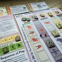 Swing States 2012 - เกมเลือกตั้งประธานาธิบดีอเมริกา เล่นคนเดียว สนุกสนานและจบภายใน 45-60 นาที ให้เลือกว่าจะช่วยพรรครีพับลิกันหรือพรรคเดโมแครตหาเสียง เป้าหมายคือระดมเสียงสนับสนุนใน 25 มลรัฐที่เป็น swing states (คือไม่ใช่ฐานเสียงของพรรคใดพรรคหนึ่งที่ชัวร์ว่
