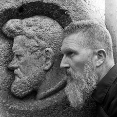 Selbstportrt bei Heinrich, Mai 2016 (Thomas Lautenschlag) Tags: portrait blackandwhite selfportrait berlin male me germany beard deutschland photography fotografie photographie autoportrait noiretblanc profile bart beards style portrt moustache autoritratto facialhair mensfashion autorretrato allemagne selbstportrait bearded beardie bigbeard barbe profil beardo selfie autoportret selbstportrt beardedmen doubleportrait selbstauslser fullbeard vollbart   beardlove beardown augustkraus beardlife barbouze heinrichzille doppelportrt bikerbeard pinselheinrich thomaslautenschlag beardnation barberlife envybeards beardyland