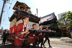 Walking hard (Teruhide Tomori) Tags: people festival japan event  float  gifu ogaki  ogakifestival importantintangiblefolkculturalproperties