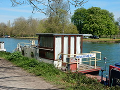 Houseboat: Kingfisher (mikecogh) Tags: houseboat oxford kingfisher curtains simple riverthames