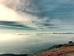 """Montañas"" (atempviatja) Tags: calle cielo nubes montañas"