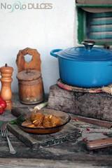 Carrilleras ibricas de cerdo en salsa en cocotte (No solo dulces) Tags: wood old verduras vintage recipe madera meat carne salsa vino receta ibrico carneensalsa carrilleras foodstylish