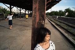 * (Sakulchai Sikitikul) Tags: street girl children thailand sony voigtlander 28mm streetphotography railway snap songkhla badminton hatyai a7s