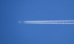 DSC01969web (Axel12p) Tags: plane aeroplane contrails