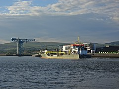 Scraping The Bottom (Bricheno) Tags: river scotland riverclyde clyde boat ship crane escocia freeway titan szkocja schottland clydebank scozia cosse  esccia   bricheno scoia