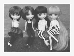Group pic! (Dragonella~) Tags: red blackandwhite bw zoe de nikon doll coco hood groove pullip bloody miyuki blois alte brh obitsu rewigged pullipalte d5100 pullipkaela pullipobitsu victorique victoriquedeblois bloodyredhood pullipbloodyredhood dragonella