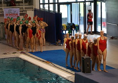 De Dolfijn, synchro club, warming up before becoming National Champions (Ineke Klaassen) Tags: training team nationals warmingup nk synchro synchronizedswimming nationalchampionships synchronschwimmen teamsport synchronisedswimming sincro nuotosincronizzato sincronizzato natacinsincronizada knzb synchroonzwemmen inzwemmen natacisincronitzada nkvrijecombinatie nkcombo