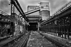 Volklinger Hutte b&w 7 (rainerneumann831) Tags: blackwhite architektur rost metall industrie gleise schienen rohre linien vlklingerhtte