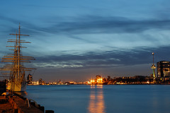 Pirates, Rotterdam (Saskia Kemperman) Tags: rotterdam boat euromast