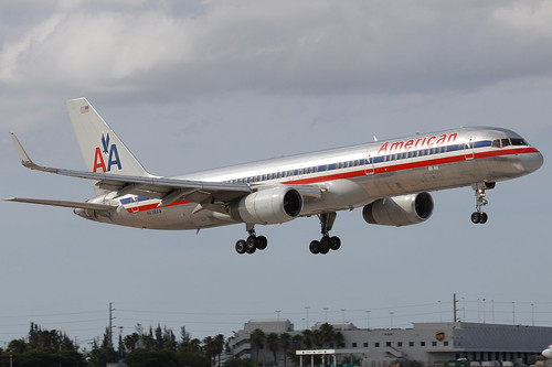 N638AA - 1991 build Boeing B757-223, on approach to Runway 12 at Miami