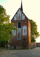 Glockenturm Norden (Reinhard Hfkes) Tags: deutschland norden kirche stadt ostfriesland hafen norddeich nordsee kste niedersachsen kutter fischkutter altkreis