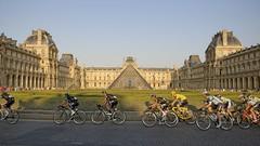 Tour de France 2013, stage 21 (C Moret') Tags: paris museum pyramid louvre pyramidedulouvre skyteam christopherfroome tourdefrance2013 arrivedutourdefranceparis 21metapeversaillesparis finalstageofthetourdefrance2013