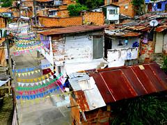 Ruelle Décorée à Santo Domingo (Montre ce qu'il voit!) Tags: julien streetphotography medellin vidal colombie photoderue pentaxk5 ilobsterit