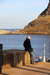 CHILLIN IN THE SUN !! (M7CCF STYLE! 2014) Tags: shadow sea cliff sun man water rock canon eos sand whitby 2013 650d m7ccf