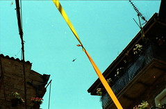 Qualunque cosa faccia. (piermario) Tags: sky fix 85mm contax cielo future ribbon cloudless swallow build futuro airwaves rondine gavoi nastri 139quartz costruire riparare