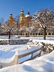 Hofgarten Muenchen (bayernphoto) Tags: schnee winter sun snow cold weihnachten munich bayern bavaria himmel crisp kalt sonnig sonne muenchen blauer hofgarten theatinerkirche klar staatskanzlei eisig