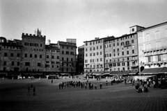 Siena (jlucver) Tags: blackandwhite film italia noiretblanc olympus tuscany siena toscana toscane ilford italie sienne xa3 argentique
