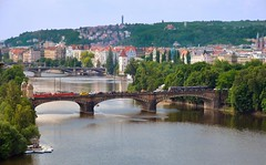 Prague : Most Legi  ( bridge ) (Pantchoa) Tags: bridge panorama water river island nikon prague praha panoramica nikkor vltava moldau m