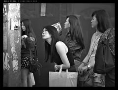 _2220757 copy (mingthein) Tags: life street people blackandwhite bw monochrome four availablelight streetphotography photojournalism olympus malaysia pj kuala kl ming e1 lumpur 43 bukit bintang reportage thirds evolt onn fourthirds thein 14542835 photohorologer mingtheincom
