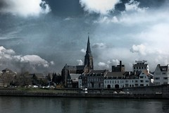 Wyck in apocalyptisch perspectief (Gerard Stolk (vers l'Ascension)) Tags: maastricht maas apocalyps wyck