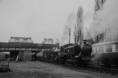 1501 and 7820 Dinmore Manor (LMSlad) Tags: winter black br great central railway manor gala loughborough pannier 460 1501 hawksworth 7820 dinmore