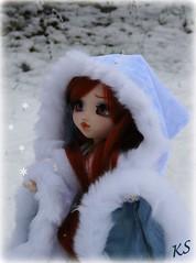 La neige est l! (Trisquette) Tags: snow fur sewing coat mio faux pullip neige fc couture fourrure manteau repaint trisquette lydioteision