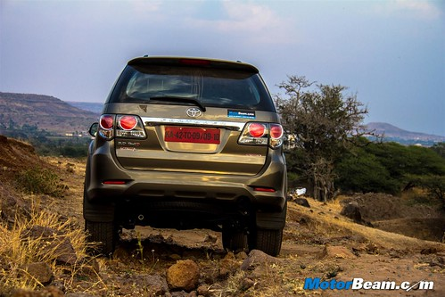 2015-Toyota-Fortuner-11