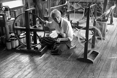 Spinning (*Kicki*) Tags: old man person 50mm burma spinning myanmar inlelake inle shanstate inlay spinningwheel inlaylake facesofmyanmar