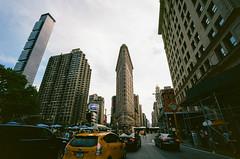 41840013 (alexdotbarber) Tags: 1125 35mm c41 flatironbuilding kodakektar100 nyc newyorkcity vigtlanderbessar3a voigtlandersuperwideheliar15mmf45 analog colornegative f11 film rangefinder
