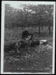 Archiv E915 Schuljunge mit seinem Schferhund, 1920er (Hans-Michael Tappen) Tags: 1920s boy scenery outdoor natur hund landschaft mtze junge schler kleidung schferhund baumstamm schuljunge 1920er schulmtze archivhansmichaeltappen