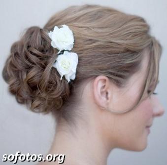 Penteado para noivas com flor