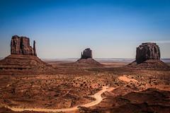 Monument Valley (marvinhanke.com) Tags: blue summer sky usa sun monument america canon eos warm day desert sommer himmel sunny clear valley marlboro monumentvalley amerika sonnig 500d
